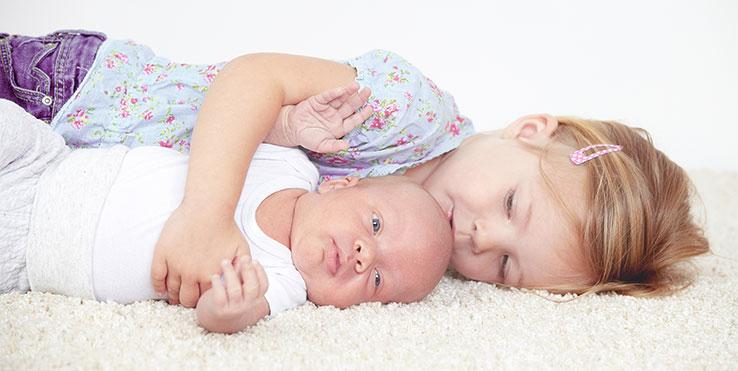 Kleinkind und Baby